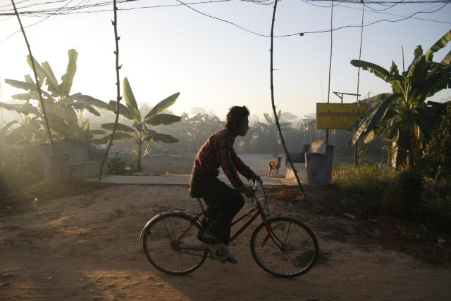 Cykel är det mest använda färdmedlet på landsbygden i Burma