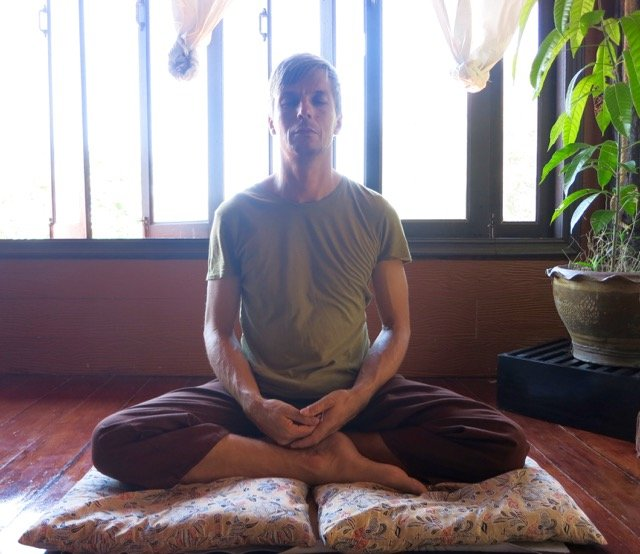 Easy_pose_Mats_meditation